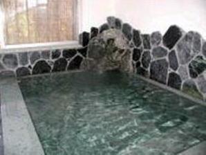 お風呂は天然温泉です